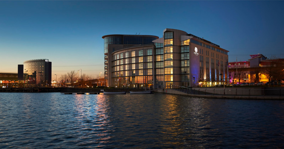 DoubleTree By Hilton London Excel photo 1