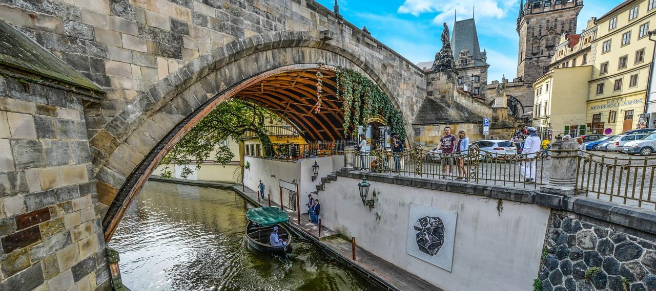 Bridge to Kampa Island, Prague