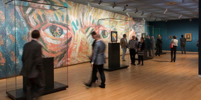 Vitrines - Vincent Van Gogh Museum in Amsterdam | © Jan Kees Steenman
