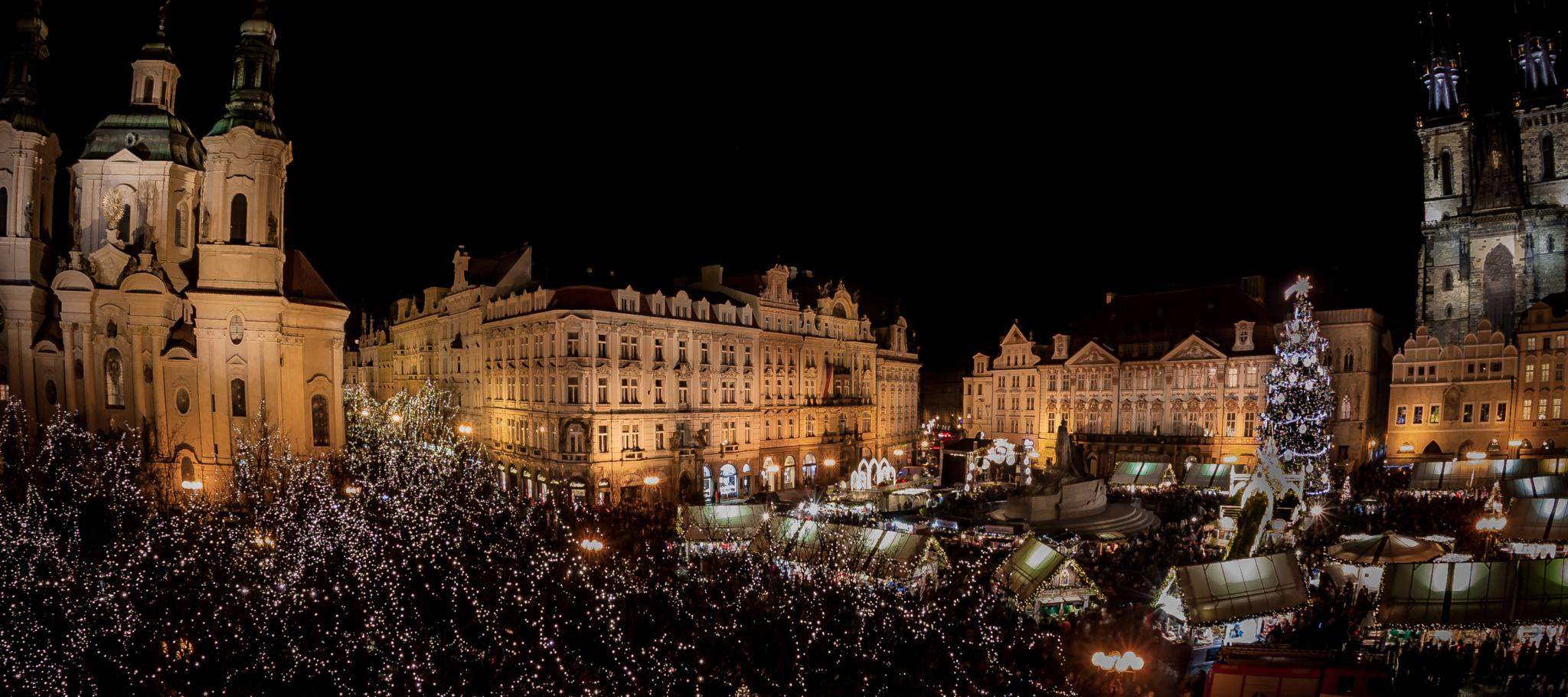 Christmas Market at the Old Town Square in Prague | © Taiko