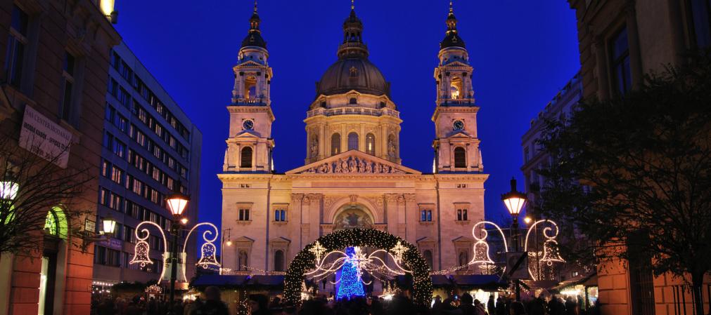 Budapest Christmas Market 2018.Budapest S Top 4 Christmas Markets Click Go
