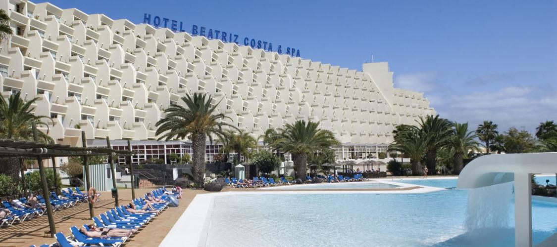 The Beatriz Costa Teguise & Spa Hotel - View of pool and hotel