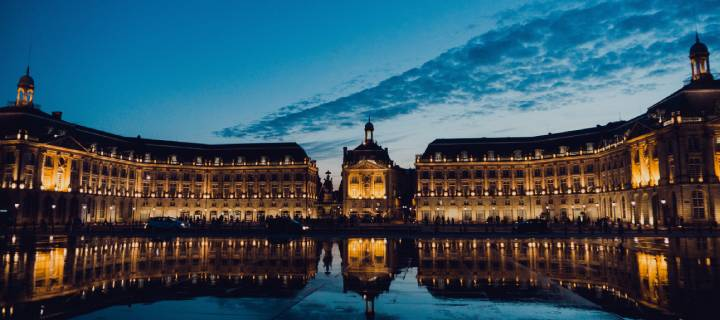 Night time photo of Place de la Bourse in Bordeaux