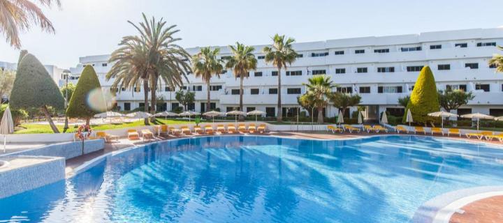 Pool view of the 4* Blue Sea Club Marthas Aparthotel in Cala d'Or, Majorca
