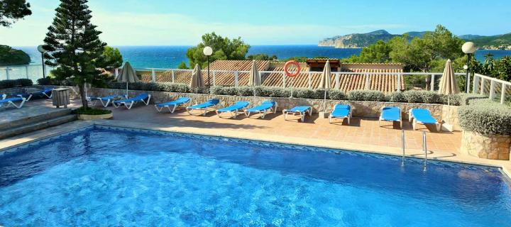 Pool view of the 3* Club Santa Ponsa Aparthotel in Santa Ponsa, Majorca