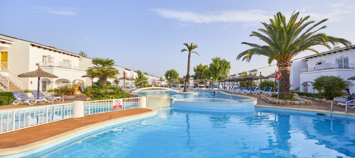 Pool view of the 4* SeaClub Resort in Alcudia, Majorca