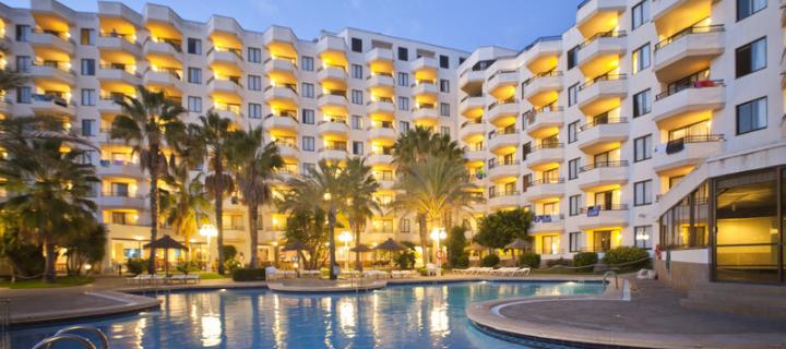 Pool view of the 3* TRH Jardin del Mar Aparthotel in Santa Ponsa, Majorca